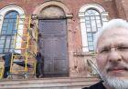 Перед дверима храму Твого : фото