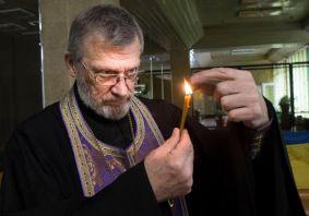 Свічка в храмі
